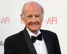 Former Senator George McGovern, whose anti-Vietnam War stance in his 1972 presidential race against Richard Nixon led to one of the worst electoral defeats in U.S. history, died at the age of 90.