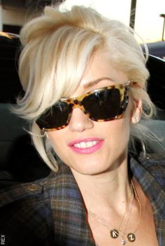 Mid-length, tousled, platinum blonde up-do with leopard print shade. Is there anyone cooler than Gwen Stephani? short hair, platinum blonde, gwen stefani, style, color, sunglass, side bangs, pink lips, shade
