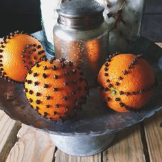 Orange Clove Pomanders - love the smell of these