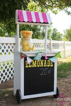 Little lemonade stand - love the chalkboard!