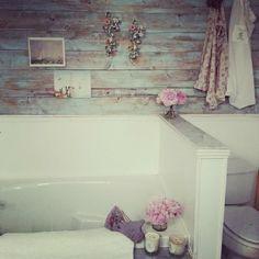 shabby chic bathroom badezimmer on pinterest shabby. Black Bedroom Furniture Sets. Home Design Ideas