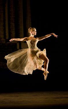 Birmingham Royal Ballet - Powder: Carol-Anne Millar; photo: Bill Cooper