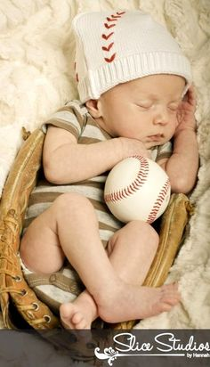 Someone I know needs to get pregnant and have a baby boy, I want to take a pic like this sooo bad!
