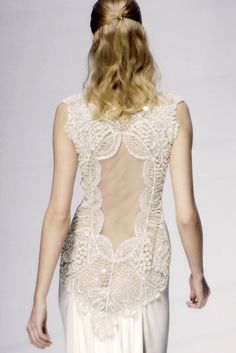 I find it hard to concentrate on the beauty of this dress. All I see are bones that I ought not. :(  valentino 2006 spring