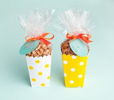 sweet & salty nuts or popcorn as party favors... love it!