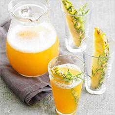 Pineapple skinny cocktail recipe. #weddingchicks --- http://www.weddingchicks.com/2014/06/13/skinny-cocktails/