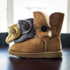 "Crochet these adorable and stylish baby button boots to match your own!  Free pattern via ""I'm Topsy Turvy""."