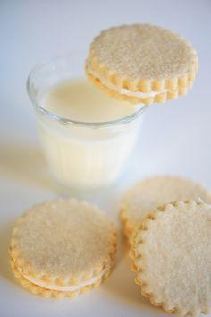 Vanilla Oreos | cupcakesandcashmere.com | #cookies #recipe