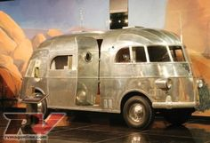Airstream Motorhome. HOT POTATO!           This is the coolest vehicle ever.