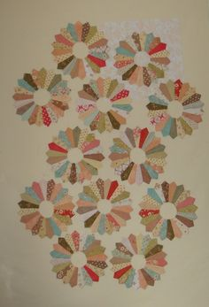 The making of a Dresden Plate Quilt by Mimi'sDarlings.  Beautiful Fig Tree fabrics!