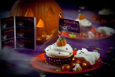 Halloween DIY for Tiny Prints. Concept, photography and text by Marilyn Johnson.