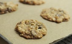 DIY Crispy Oatmeal Chocolate Chip Cookies ==> http://www.craftdiyideas.com/diy-crispy-oatmeal-chocolate-chip-cookies/