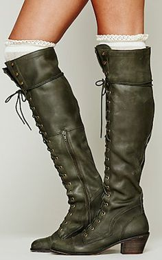 lace up army #green boots http://rstyle.me/n/jajv5r9te
