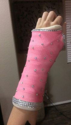 Arm cast on pinterest broken arm cast leg cast and arm for Arm cast decoration ideas
