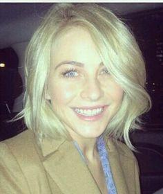 Julianne Hough: short blonde bob, long blended side bang