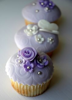 Flower cup cakes galore