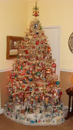 ♥ this vintage Christmas tree and putz village