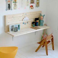 un bureau fait avec une tag re diy an desk makes with. Black Bedroom Furniture Sets. Home Design Ideas