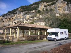 Grappig concept: verhuur safaritent ( op leuke charme camping in Dordogne ) voor 1 week incl. huur van camper die voor je klaar staat voor de tweede week om op pad te gaan.