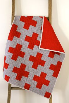 Craftyblossom: red cross baby quilt.