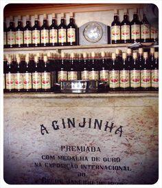 A Ginjinha (http://globetrottergirls.com/wp-content/uploads/2011/09/a-ginjinha-lisbon-portugal.jpg)