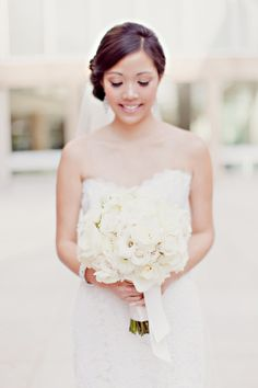 Classic All White Bridal Bouquet | photography by http://www.ivy-weddings.com/
