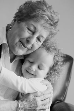 <3 your grandma : Erin Riley Photography #granddaughter #grandmother #love #photo