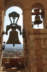 picturesqu church, church bell, bell toll