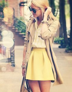 Unexpectedly cute yellow skirt and trench coat