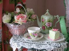 Just absolutely love! Cake and tea!!! Source: cache.desktopnexus   #teacup