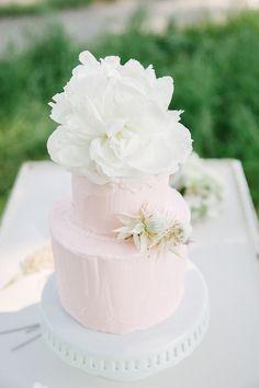 Romantic wedding inspiration by Izzie Rae
