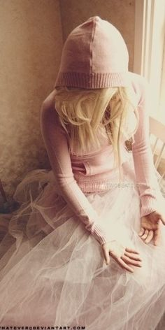 pink cashmere hoodie and tulle skirt (pink street look fall and spring)
