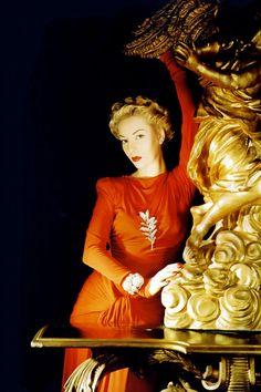 Vogue, 1940. Photo by Horst P. Horst
