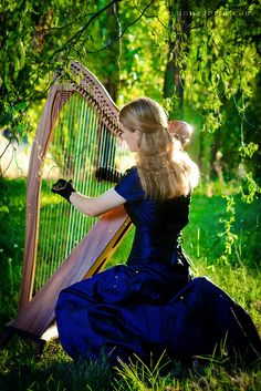 Fantasy harpist.... omg.... looks like i will need to start planning a big ol' harp shoot for next spring! ;)
