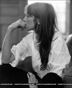 Charlotte Gainsbourg and my favorite kind of outfit. music, charms, charlott gainsbourg, shirts, style icons, white shirt, charlotte gainsbourg hair, feelings, french style