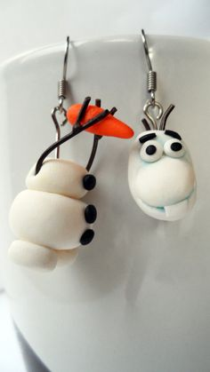 frozen things, disney movies free, movi frozen, disney's busy times, polymer clay frozen, funny frozen disney, snowman earring, cute polymer earrings, disney lols