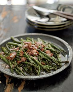 Grilled Asparagus with Bacon Vinaigrette  Serves 4 to 6  4 slices bacon  2 tablespoons white wine vinegar  1 shallot, finely minced  1 tablespoon Dijon mustard  1 teaspoon chopped fresh thyme  2 tablespoons extra-virgin olive oil, plus more if needed  1 pound slender asparagus spears, woody ends snapped off  Sea salt and freshly ground pepper