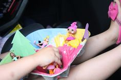 Road Trip activity for kids. Keeping kids busy in the car!