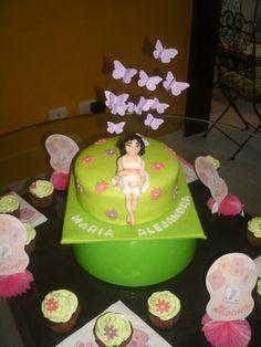 bizcocho para baby shower con embarazada y mariposas baby shower cake