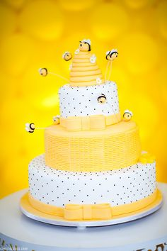 bee-themed-birthday-party: The Cake