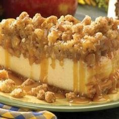 Apple Crisp Cheesecake perfect for thanksgiving dessert #cheesecake