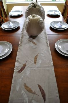 Create this natural table runner for a Thanksgiving table from @Cheri Heaton!  #turkeytablescapes