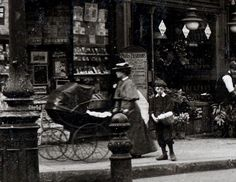U.K. Notting Hill Gate, London,  in the early 1900s