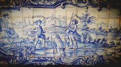 Road trip ensoleillé de Porto à Lisbonne (4/5) | via Guide-Envasion | 10/09/2014  Laure est partie cet été au Portugal faire un road trip de Lisbonne à Porto. En 5 étapes, elle nous raconte ce voyage haut en couleurs et généreux en saveurs. #Portugal Photo: Frise d'azulejos de l'université jésuite d'Évora