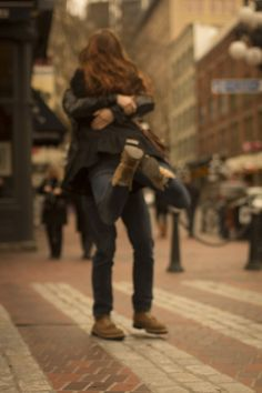 Couple in the city: #love #embrace: http://www.emmylouvirginia.com/