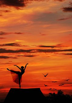 dance photography, silhouette in the sunset, sky, orang, girl ballet photography, photo idea