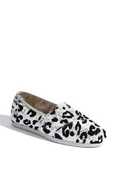 Love the leopard Toms style!  http://bit.ly/Hew9Hq