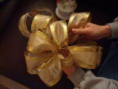 Bow Making 101!  need this for Christmas. A little different than how I do it.