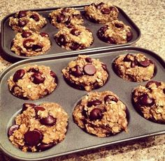 Perfect clean snack!  2 bananas 1 C oats 1/8 C dark chocolate chips  Mash bananas, add oats & chips and mix! Bake on 350 for 10 minutes. You can use mini muffin tin or a greased baking sheet.