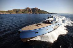 The MD51 Power Motor Boat by Maxi Dolphin